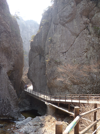 The scenery produced by huge rocks and valleys〜Mt.Juwang〜