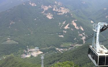 Let's enjoy the summer resort in Korea!!~ Yeongnam Alps Ice Valley Cable Car ~