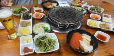A restaurant homey atmosphere ( Yetnalomakjip ~ 옛날오막집 ~ )