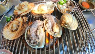 A famous restaurant for grilled shellfish(Suminine 수민이네)